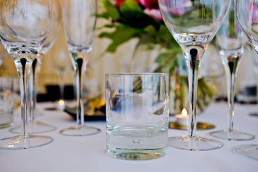 black-teardrop-glassware-to-hire (2)