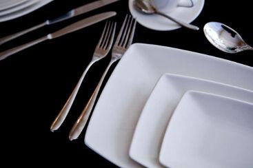 white-rectangle-crockery-to-hire (10)-1000